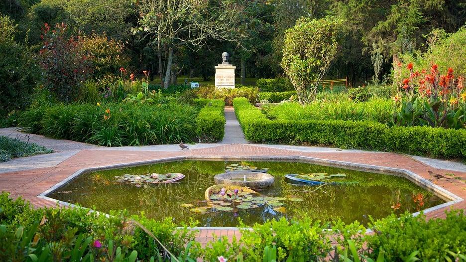Relaxar no jardim botânico de Bogotá ou no Park 93
