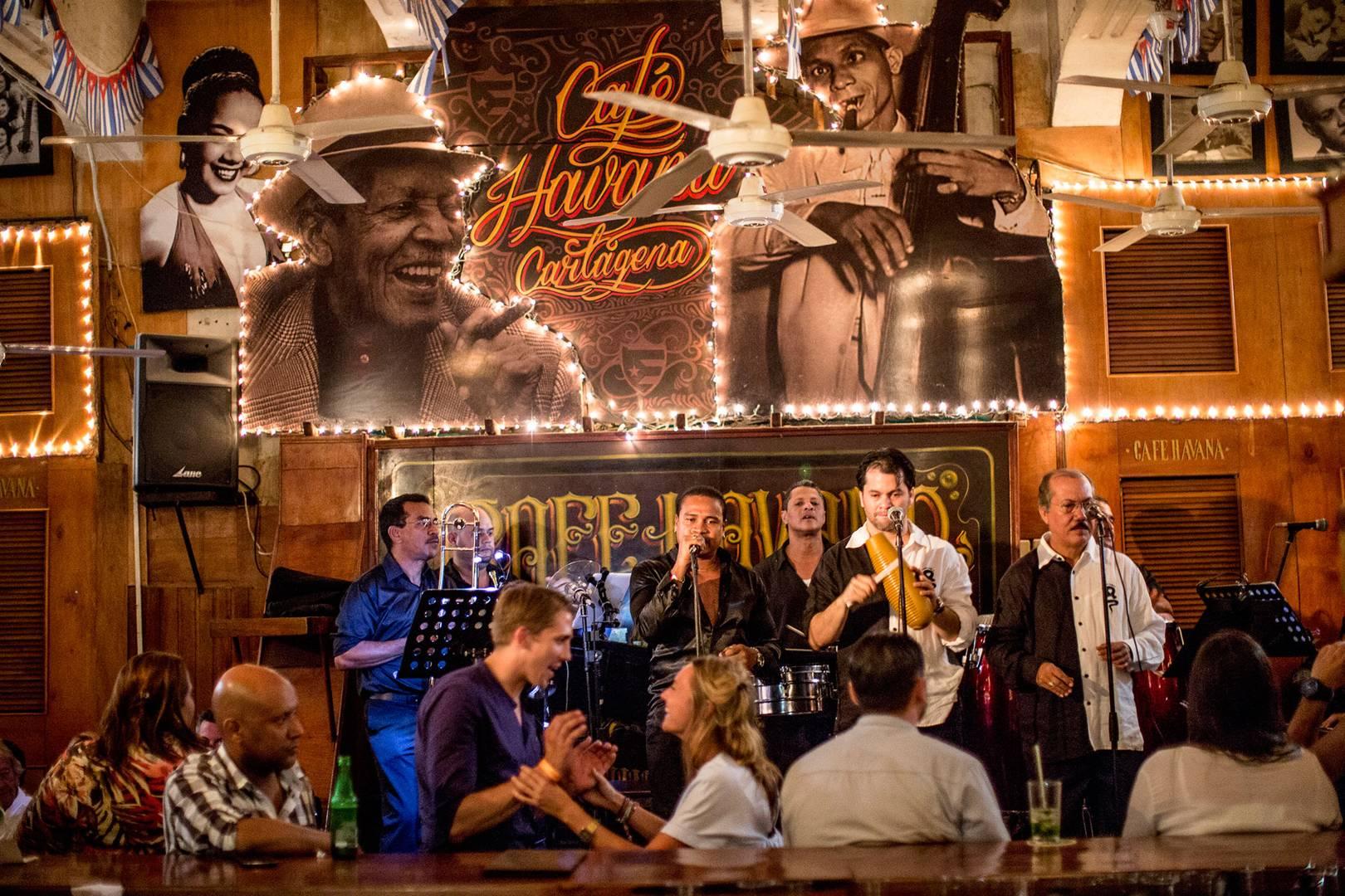 Interior do Cafe Havana em Cartagena