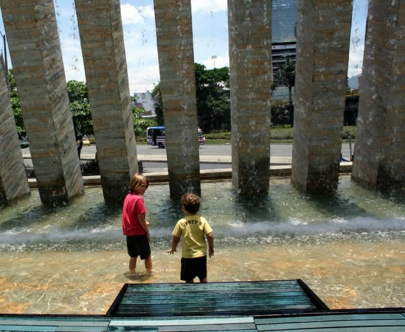 Crianças em Medellín