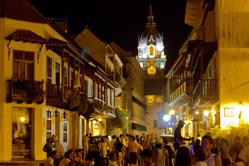 Noite no centro de Cartagena
