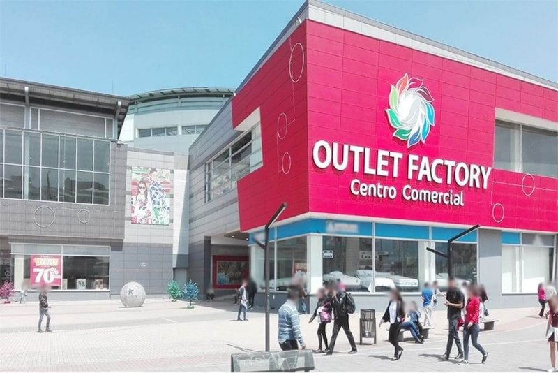 Entrada do Outlet Factory Mall em Bogotá