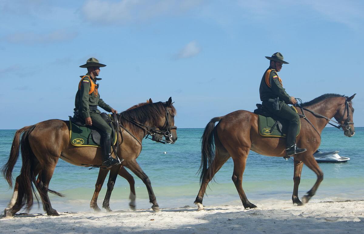 Seguranças na praia de San Andrés