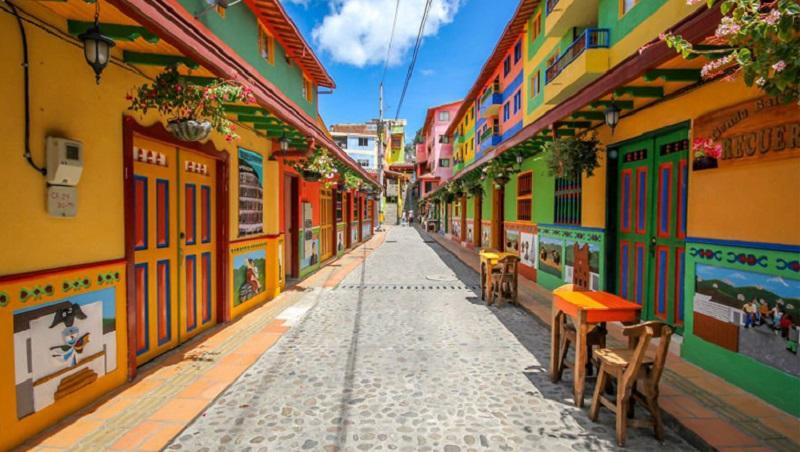 Rua da cidade de Guatapé na Colômbia