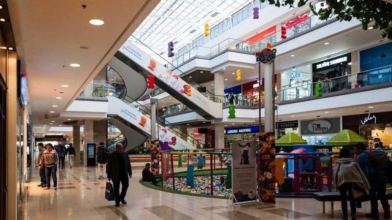 Interior do Centro Comercial Santafe em Bogotá